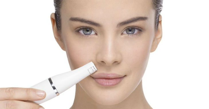 Braun Facial Epilator in use 2