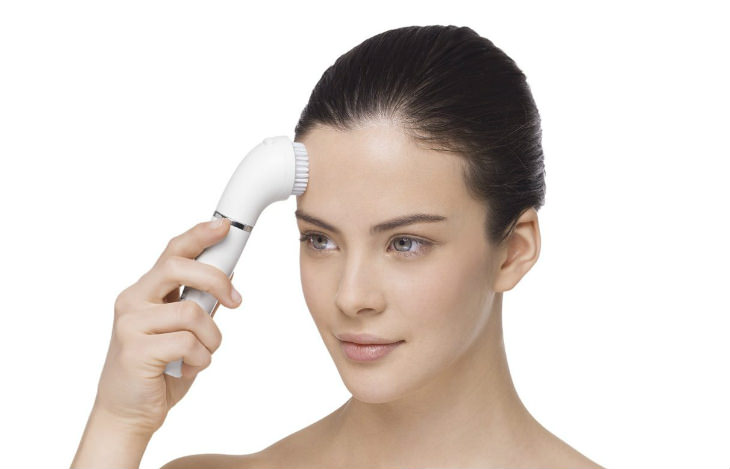 Braun Facial Epilator in use