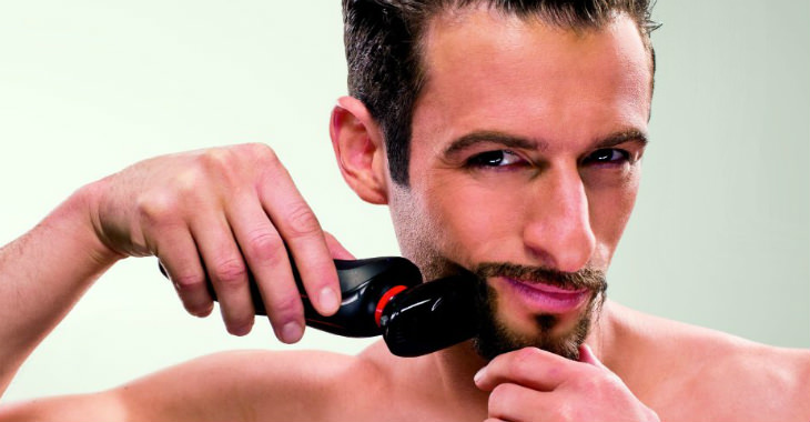 Philips Norelco YS524 41 Beard Styler in use