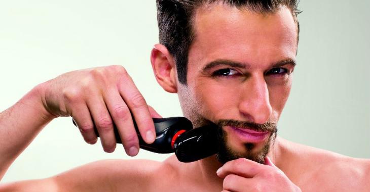 Philips Norelco YS524 41 Beard Styler in use