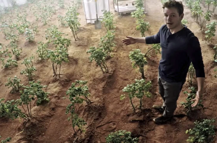 Martian-Matt-Damon-Martian-Field