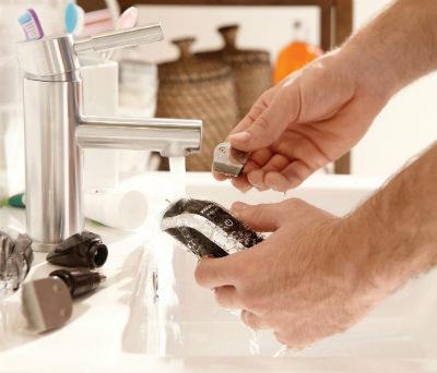 Philips Norelco Multigroom Series 3100 100% water resistant